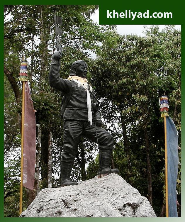 हिमालयीन माउंटेनीअरिंग इन्स्टिट्यूटमध्ये उभारण्यात आलेला तेन्झिंग नोर्गे यांचा पुतळा